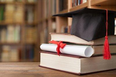 graduation_iStock-881752482.jpg
